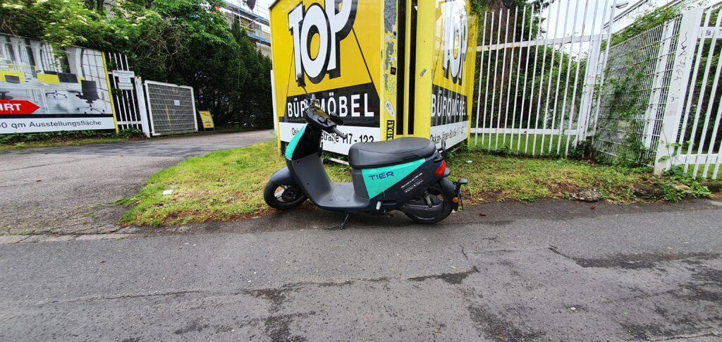 Köln. E-Roller der Firma Tier
